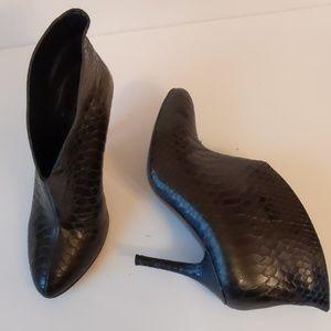 Vince Camuto black Caden high heel booties-sz7 1/2